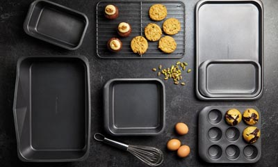 Win a 7 Piece non-stick Bakeware Set
